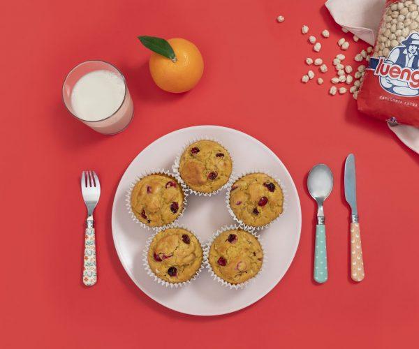 Muffins con harina de garbanzo, naranja y arándanos