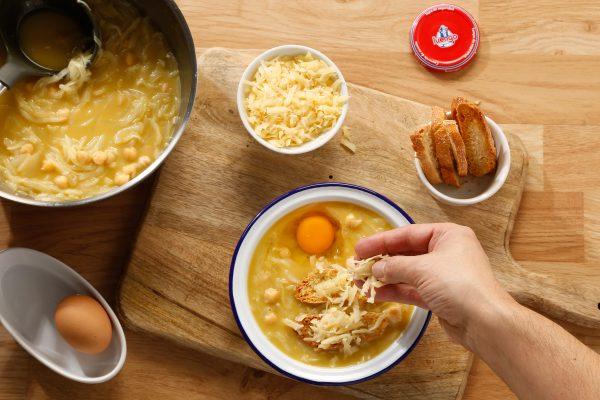 receta de sopa de cebolla queso