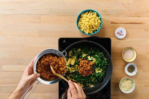 Receta de pasta con kale y lentejas de Legumbres Luengo